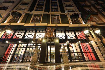 هتل رونسانس لایف وان | مهاجر سیر ایرانیان