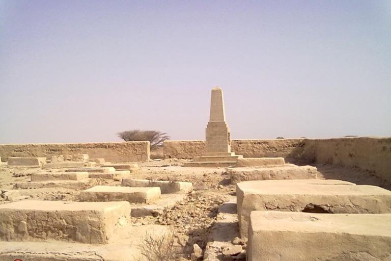 جاذبه های گردشگری جزیره قشم| قبرستان انگلیسی ها قشم | مهاجر سیر ایرانیان